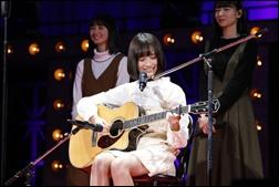 掛橋沙耶香、ギター、動画、歌