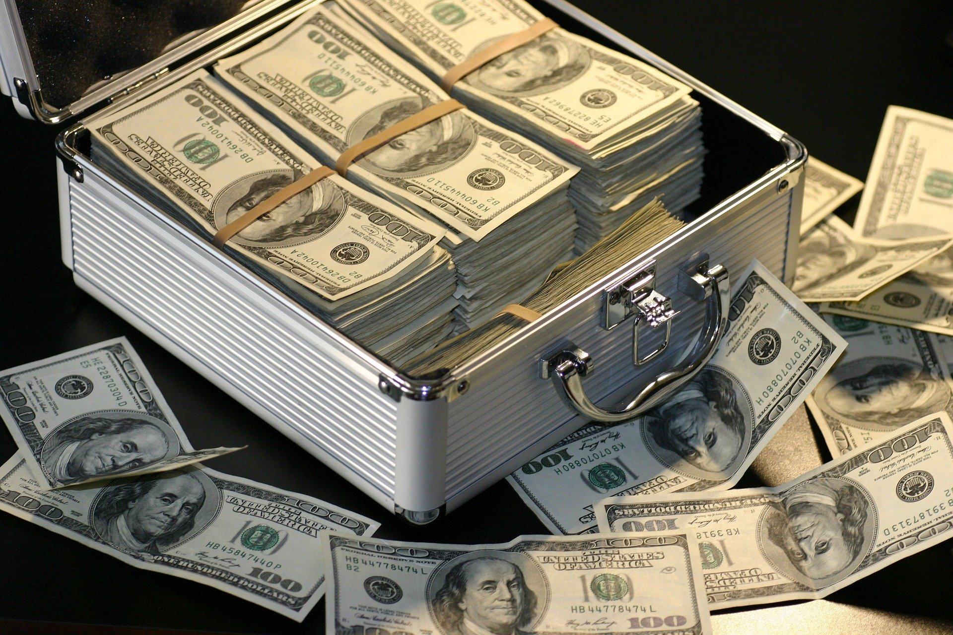 デコウトミリ、実家、お金持ち