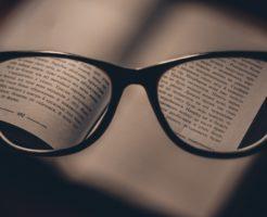 横尾渉、メガネ、手の震え