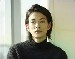 渡邊圭祐、短髪、佐藤健