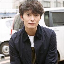 鈴木唯、結婚相手、岡田将生